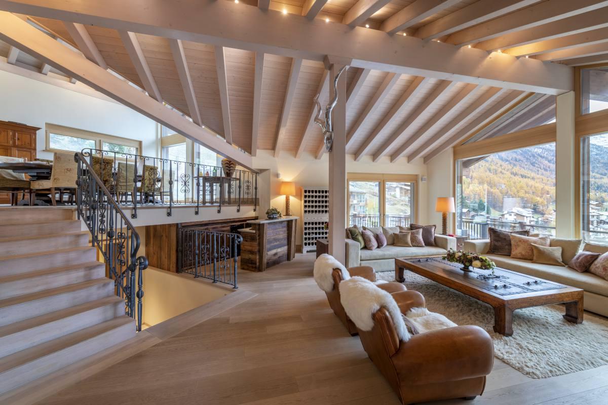 Open-plan living area with bar at Chalet Grace in Zermatt