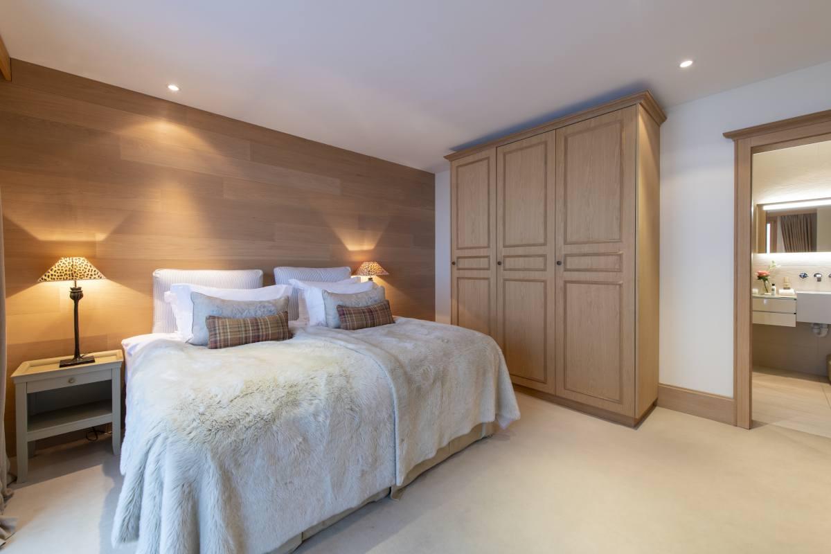 Pasithea double/twin bedroom with ensuite shower room at Chalet Grace in Zermatt