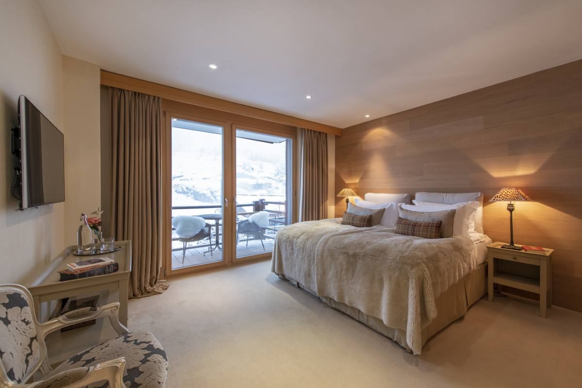Pasithea double/twin bedroom with private balcony at Chalet Grace in Zermatt