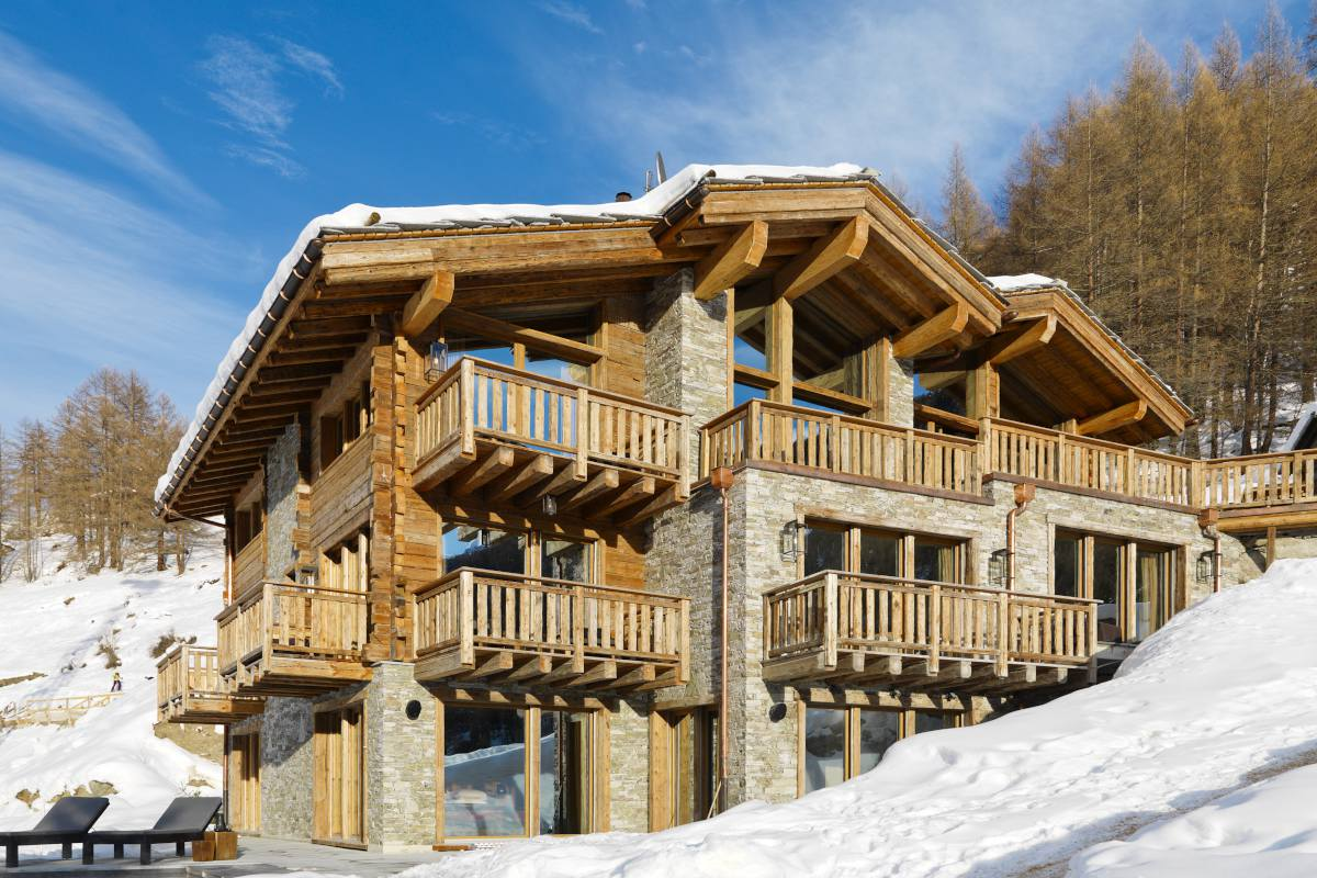 Exterior view during the day of Chalet Les Anges in Zermatt
