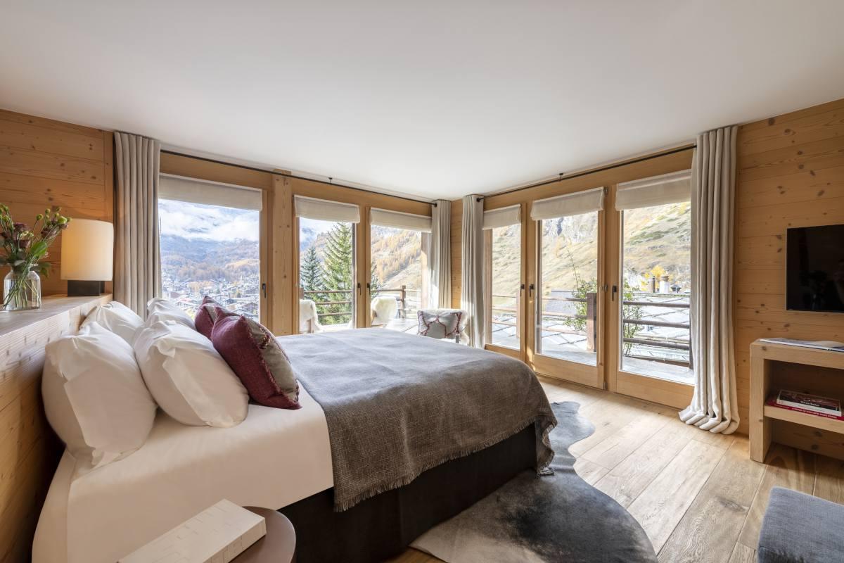 De Mauriac double/twin bedroom at Chalet Maurice in Zermatt