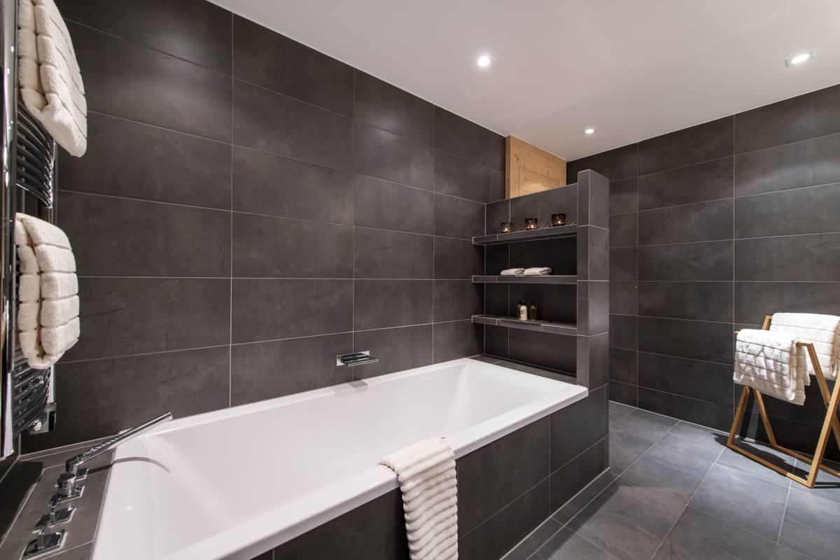 Micklewhite en suite bathroom at Chalet Maurice in Zermatt