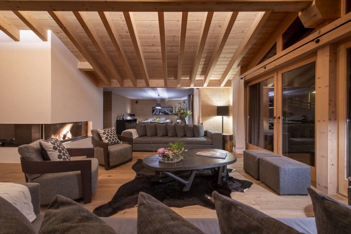 Living room at night at Chalet Maurice in Zermatt