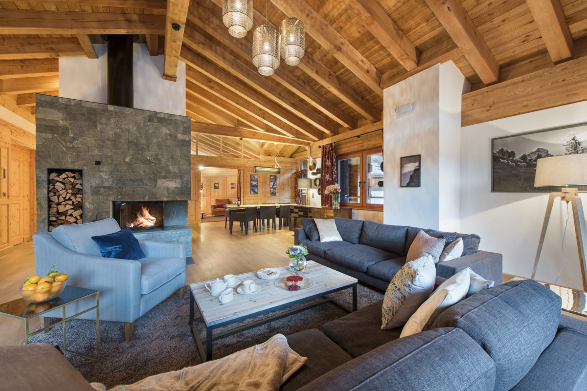 Lounge relaxation space at Chalet Shalimar in Zermatt