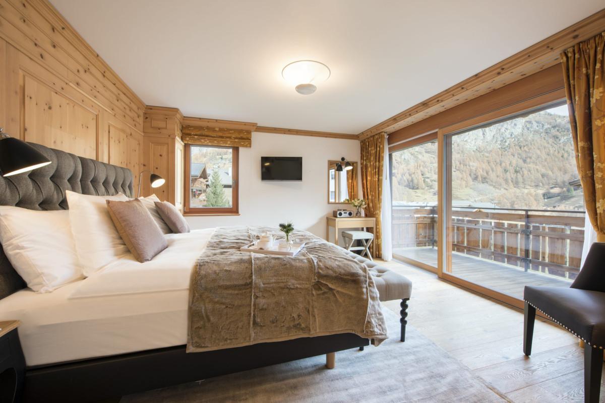 Ensuite double bedroom at Chalet Shalimar in Zermatt