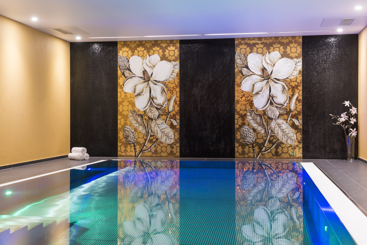Swimming pool in the spa at Chalet Shalimar in Zermatt