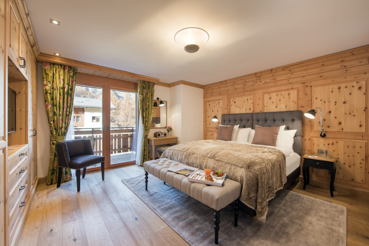 Double ensuite upstairs bedroom with balcony at Chalet Shalimar in Zermatt