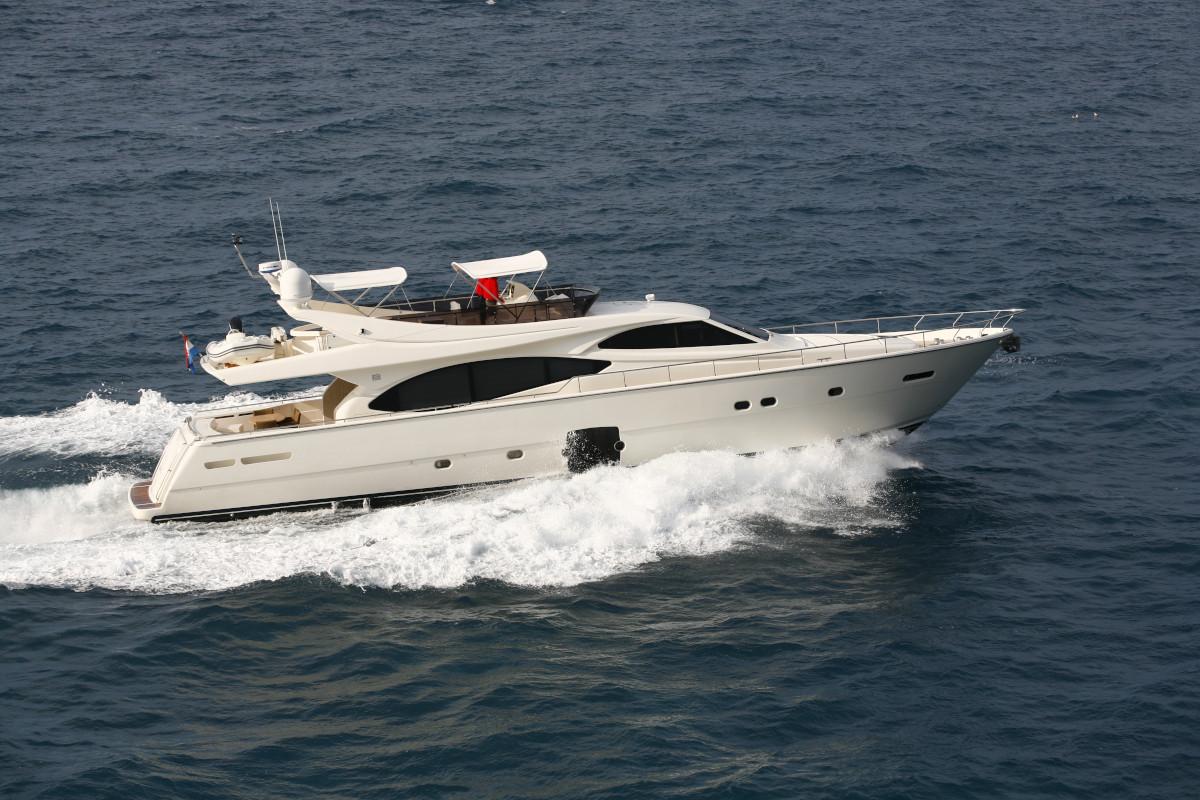 M/Y Orlando L underway in Croatia cruising at 25 knots with a maximum of 33 kinots