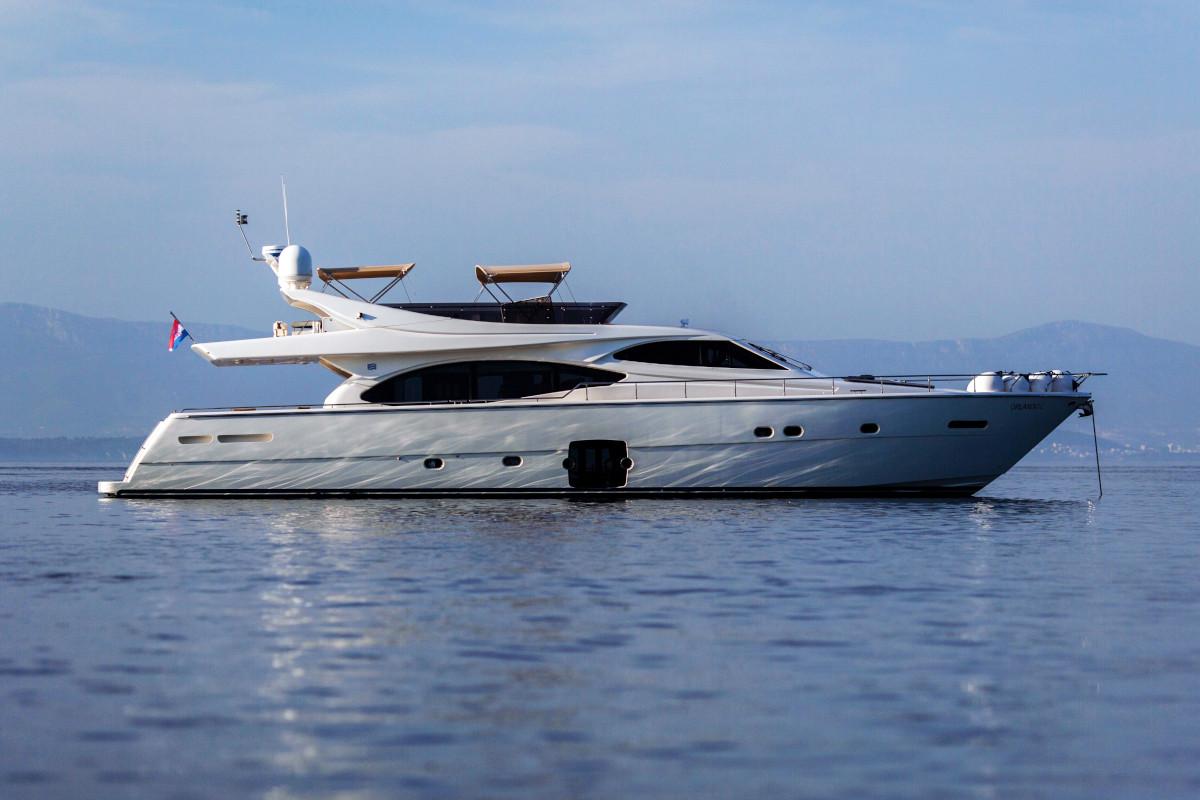 Ferretti custom line M/Y Orlando L at anchor