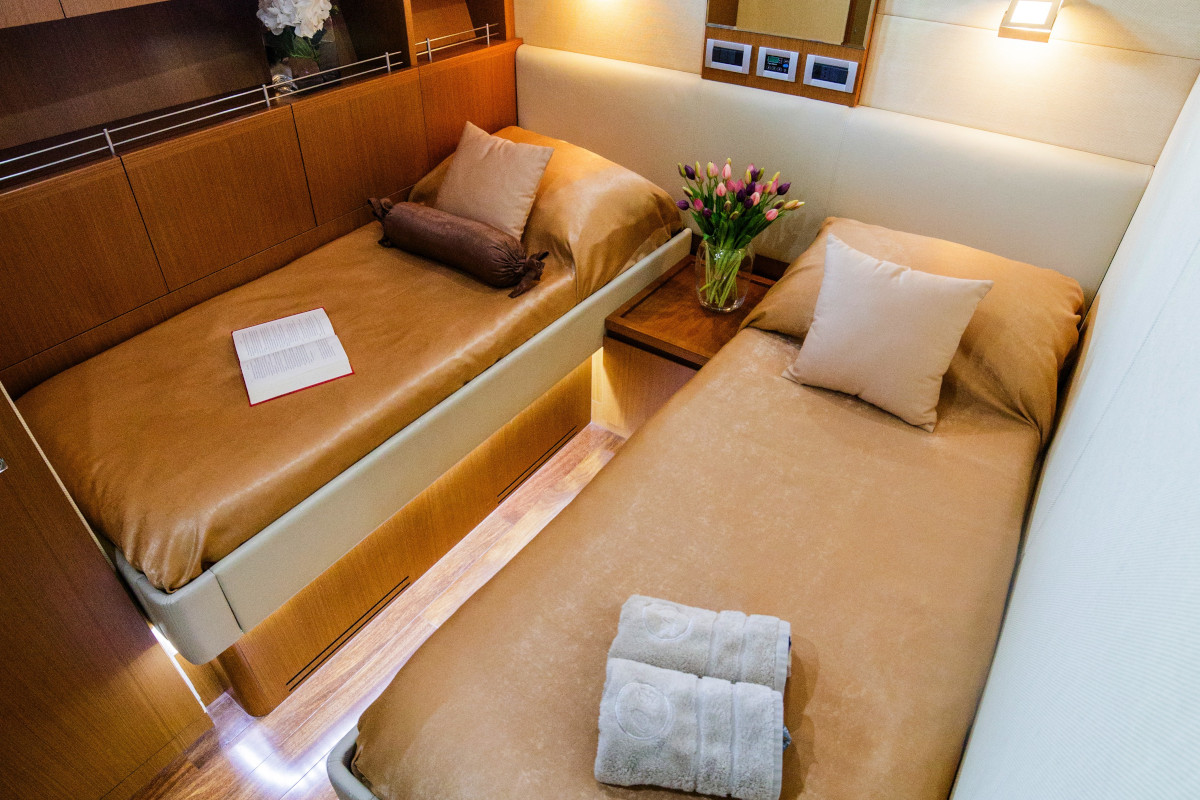 Twin cabin on M/Y Orlando L with ensuite bathroom and pullman bed