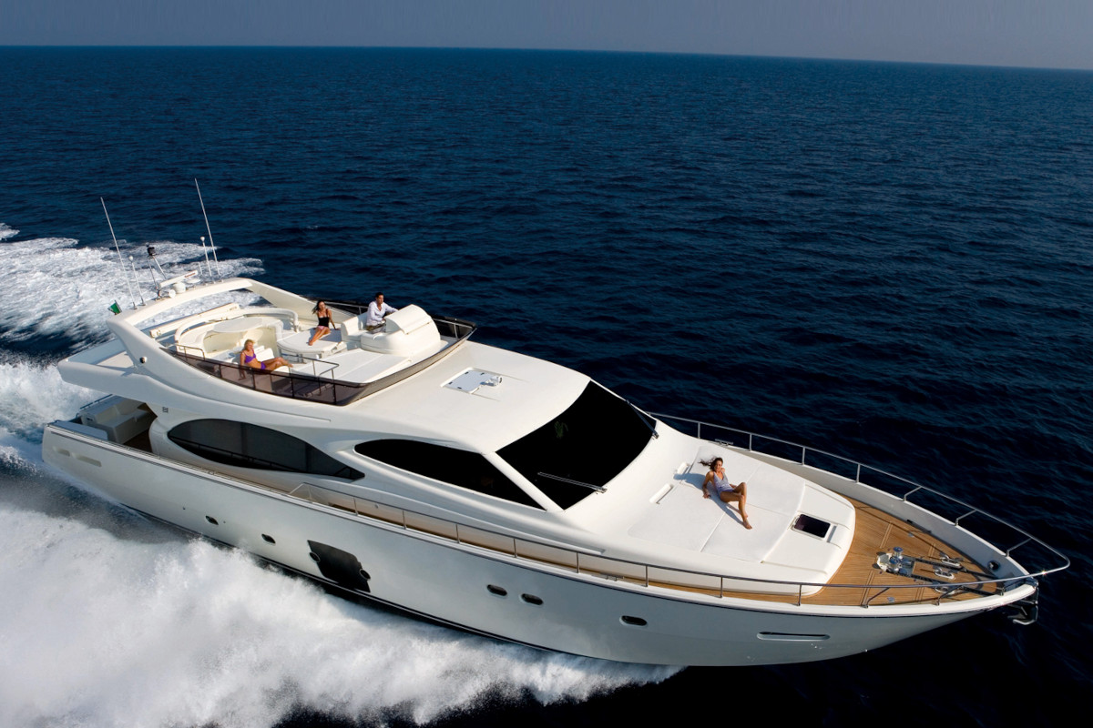 M/Y Orlando L cruising at a maximum speed of 33 knots with sun deck and plentiful sun lounging space
