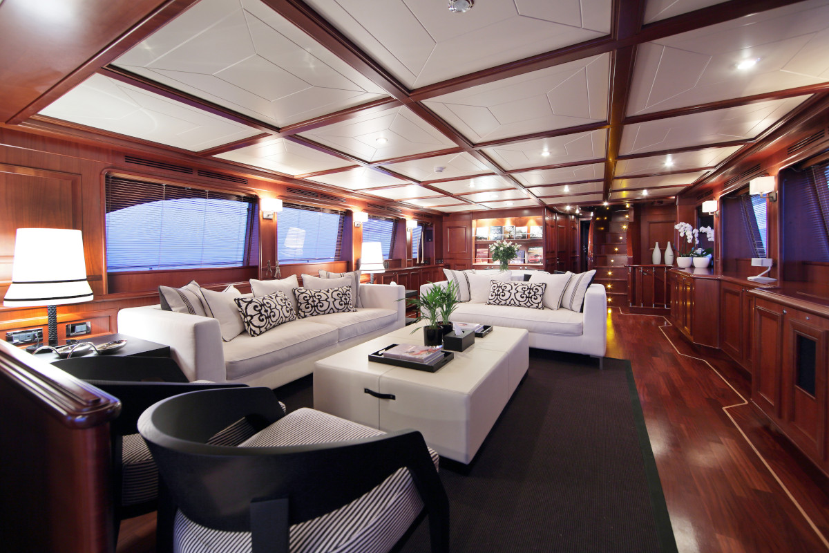 M/Y Lady Soul classic living space with water views