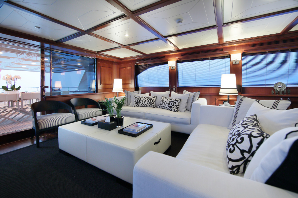 M/Y Lady Soul saloon classic comfortable and chic seating