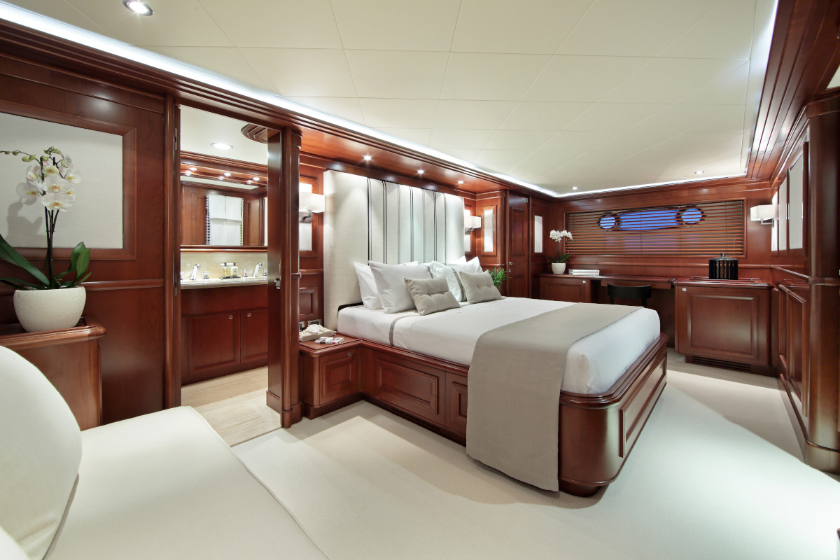 M/Y Lady Soul full beam master stateroom with ensuite bathroom