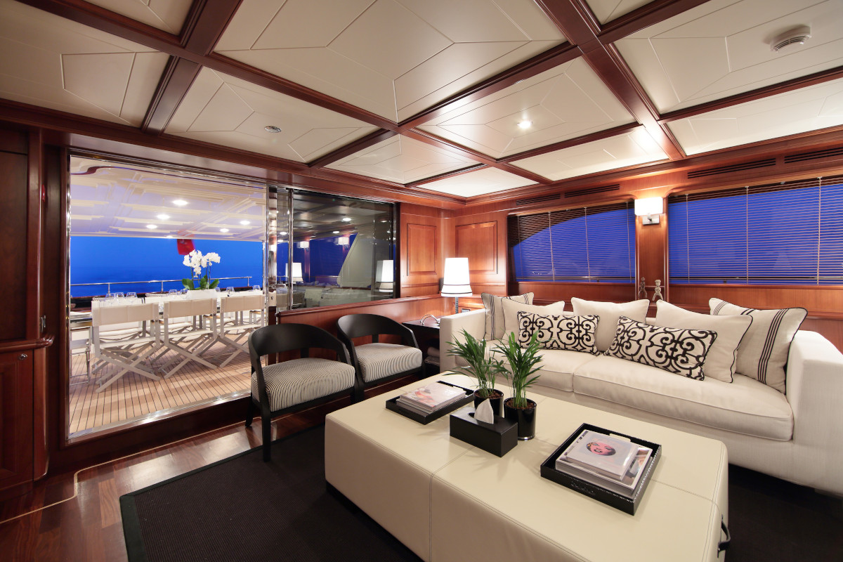 M/Y Lady Soul Saloon with aft deck dining