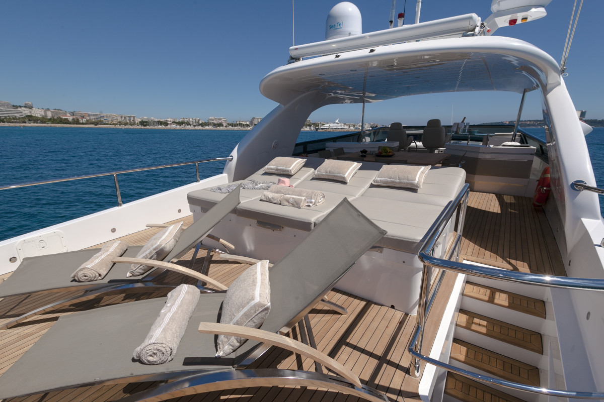 M/Y Olga I sundeck with spacious sunpad's and deck chair's in the Côted d'Azur