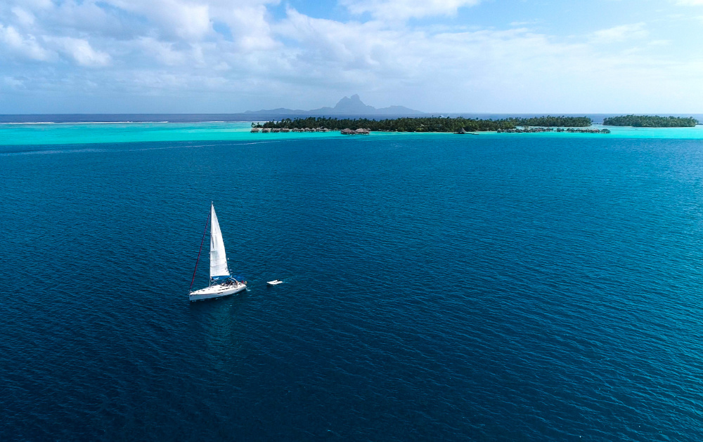 Sailing in Tahiti in a luxury yacht